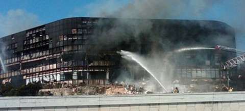 Joe Stack 18.02.2010 г. сел в самолет и протаранил здание IRS.