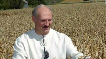 Белоруссия готова продать часть урожая России, заявил Лукашенко
