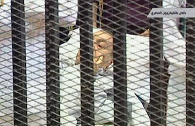 Народное шоу с Мубараком - бывший правитель в клетке