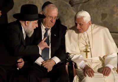 """Ватикан издал книгу о голодоморе """"украинцев"""", устроенном русскими"""