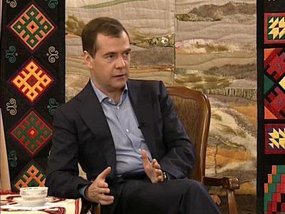 Медведев отменит декларирования расходов чиновниками