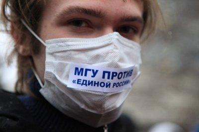 На день рождения Ломоносова - студентов МГУ хватают прямо на территории университета