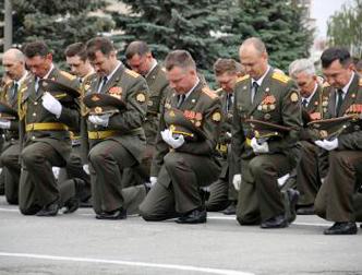 Сразу после выборов власть сократила зарплату офицеров в 2 раза...- ...забрали льготы и подняли зарплаты меньше, чем обещали. 16 декабря Сердюкова отправят в отставку