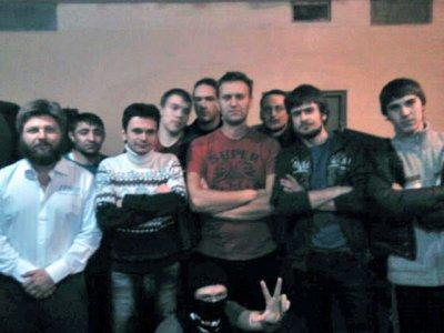 Сокамерники снимаются с Навальным на память