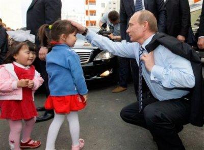 Кремлевский чикатило, президент России педофил!