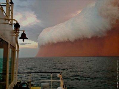 Красная пылевая буря накрыла Австралию