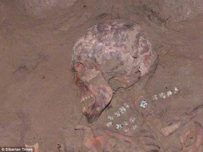 В могиле сибирской княжны найдено уникальное ожерелье