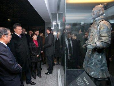 Янукович продал Крым Китаю
