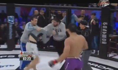 Дагестанцы устроили массовую драку на ринге после проигрыша их соплеменника