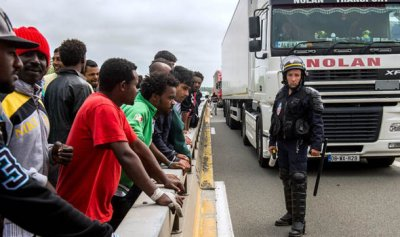 Европа начинает тонуть от наплыва мигрантов. ЕС угрожает вернуть страны Балтии обратно в Россию если те откажутся принимать мигрантов