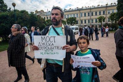 В Санкт-Петербурге прошёл митинг против планов назвать мост именем Ахмата Кадырова