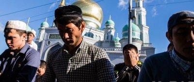 Москва евразийская: более 200 тысяч мусульман вышли на праздник Ураза-байрам