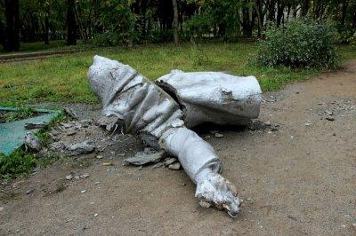 В Пермском крае саморазрушился памятник Ленину