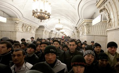 Путин собрался переделывать русских в россиян и адаптировать и амнистировать мигрантов