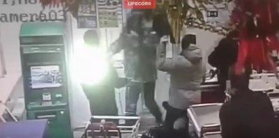 В Перми покупатели задержали мигранта, напавшего с ножом на кассира