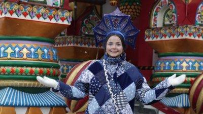 Полиция запретила фотографироваться в русском костюме на Красной площади