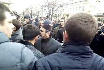 Кавказцы напали на сторонников Навального в Саратове