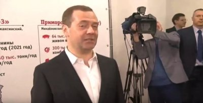 Мнение Рахимера: бумажки и компот - брал или не брал Медведев.