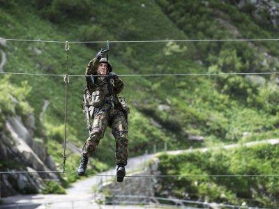 Армия демократической Швейцарии