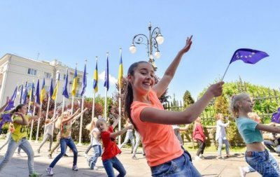 Безвиз который украинцы заслужили: с чипом в паспорте украинцев будут выпускать из Украины в Европу