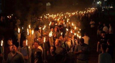 Правый марш в Вирджинии против уничтожения памятника генералу конфедератов