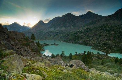 Незаконная застройка озера Дарашколь, Горный Алтай, природный парк Белуха