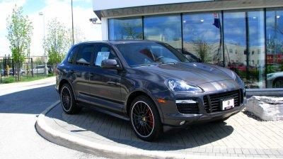 Дача на Кипре, Porsche в гараже. Сколько зарабатывают в Пенсионном фонде?
