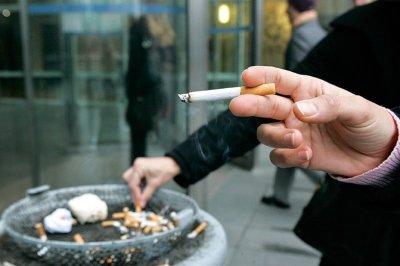Курильщиков у подъездов жилых домов ждут штрафы