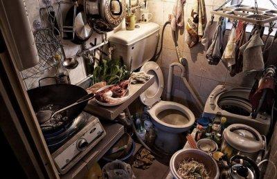 Жизнь в гробу по четыре человека - квартиры-клетки Гонконга