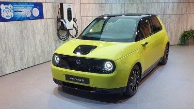Honda e: симпатичный электрический городской автомобиль