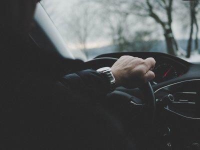 Как водить автомобиль с ручным управлением - краткое руководство