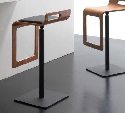 Преимущества использования деревянных барных стульев в вашем доме