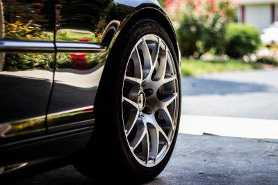 Какими плюсами обладают автомобили из ОАЭ: особенности транспорта и его доставки