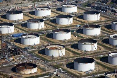 Хранение нефтепродуктов: техническое оснащение нефтяных баз