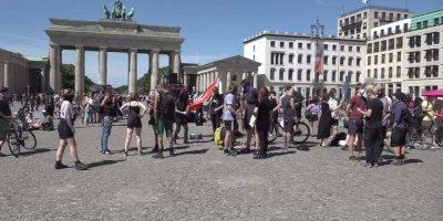 Немцы восстали против ковидобесия и тоталитаризма