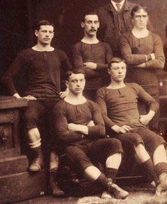 История развития футбольной формы