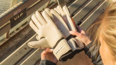 3 лучших пары вратарских перчаток для дождя