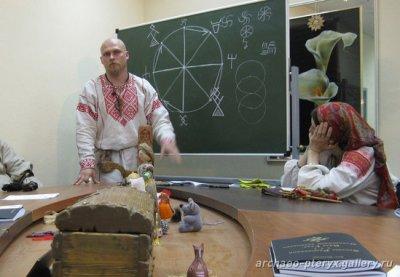 Объявляет о наборе слушателей в школу Русская традиция