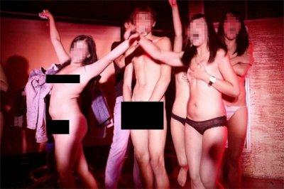 Видео голые раздевание
