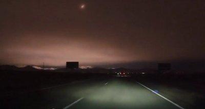 На Россию в Сибирь упал метеорит. Небо над Сибирью осветил большой падающий метеорит