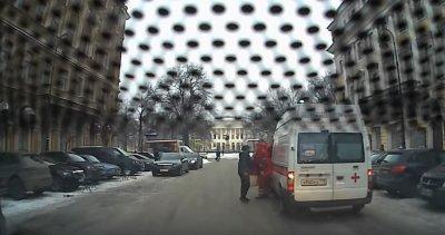 Азербайджанец напал на водителя скорой помощи