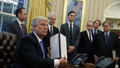 Трамп начал борьбу с мигрантами