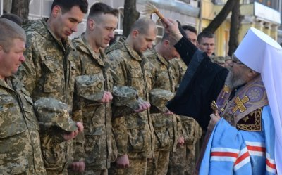 Как попы РПЦМП молятся за украинских боевиков, отжимают собственность и преследуют инакомыслящих