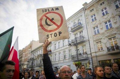 Бунт в Евросоюзе: Польша, Венгрия, Словакия и Чехия отказались принимать мигрантов мусульман
