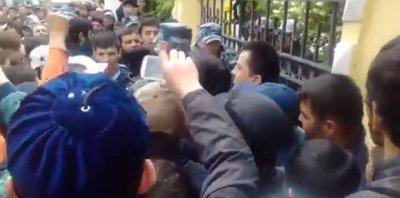 Мусульмане попытались напасть на ОМОН в Москве, но испугались русского мата и отступили