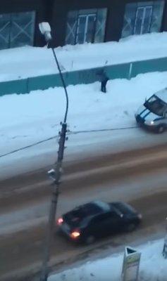 Береги свой двор от путинистов: полицейские начали разрисовывать заборы словом «ПУТИН»!