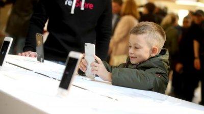 Российские ученые доказали негативное воздействие излучения мобильных на детей