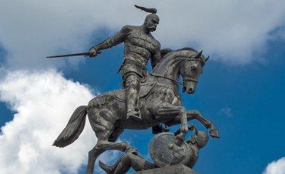 Под Белгородом установили памятник князю Святославу